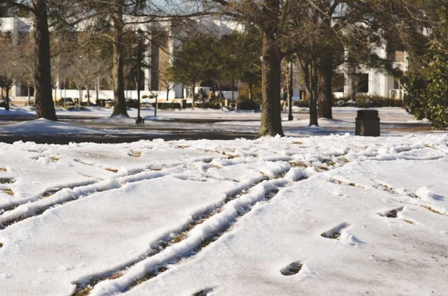 Snow brings slippery start to spring semester