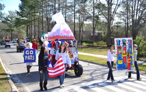 Students show school spirit during Homecoming Parade