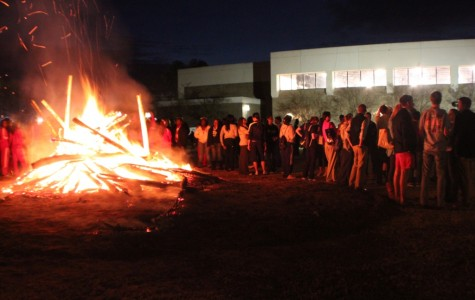 Bonfire draws crowd for Patriots on Fire pep rally