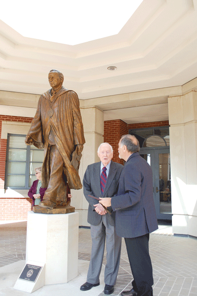New statue honors first university president, Dr. Walter Douglas Smith