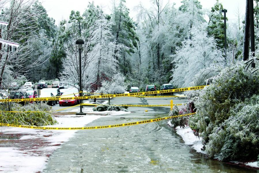 Winter+storms+slam+campus%3A+Ice%2C+snow+showers+lead+university+closures