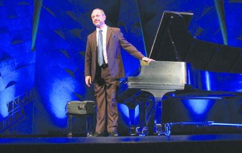 Renowned pianist performs solo recital