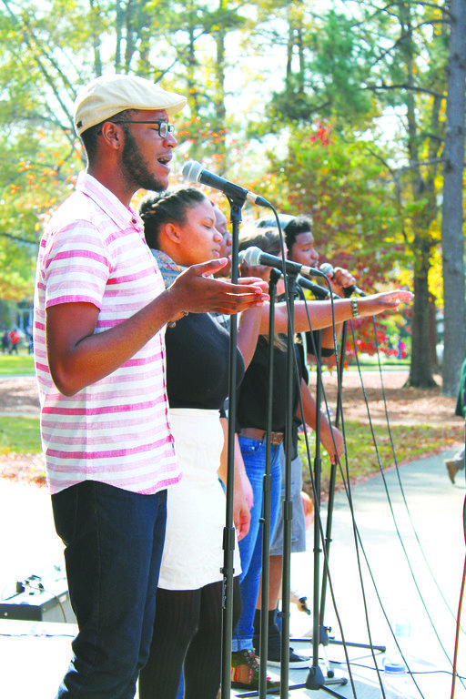 Pop-up concert captivates students, faculty