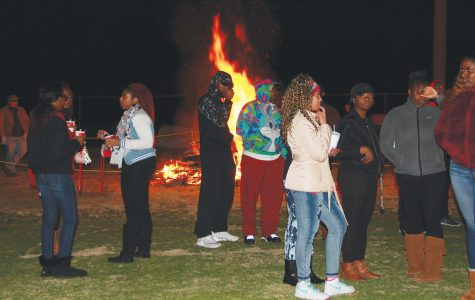 Students prepare for Homecoming with bonfire, pep rally
