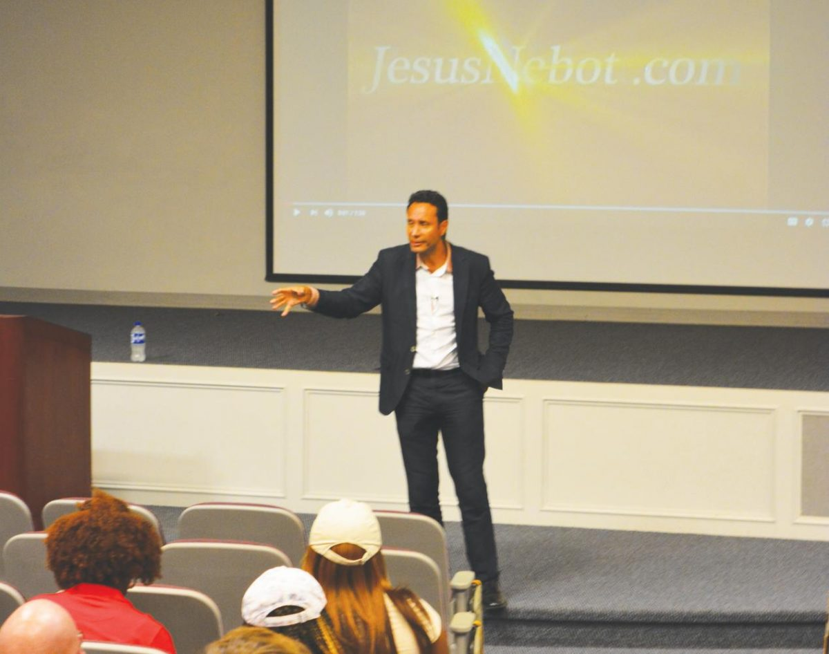 Guest speaker Jesús Nebot shares his knowledge and firsthand experiences with immigration.