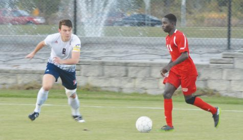 Men's soccer team pushes past Lakers
