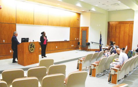 FMU Students judge speeches for contest