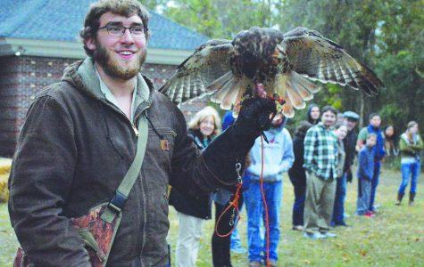 Pre-Vet Club host raptor demonstration