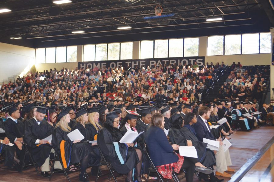 During+the+fall+2017+Commencement+ceremony%2C+FMU+gains+309+new+alumni.+Among+the+graduating+students%2C+32+graduated+with+honors+and+three+received+university+honors.