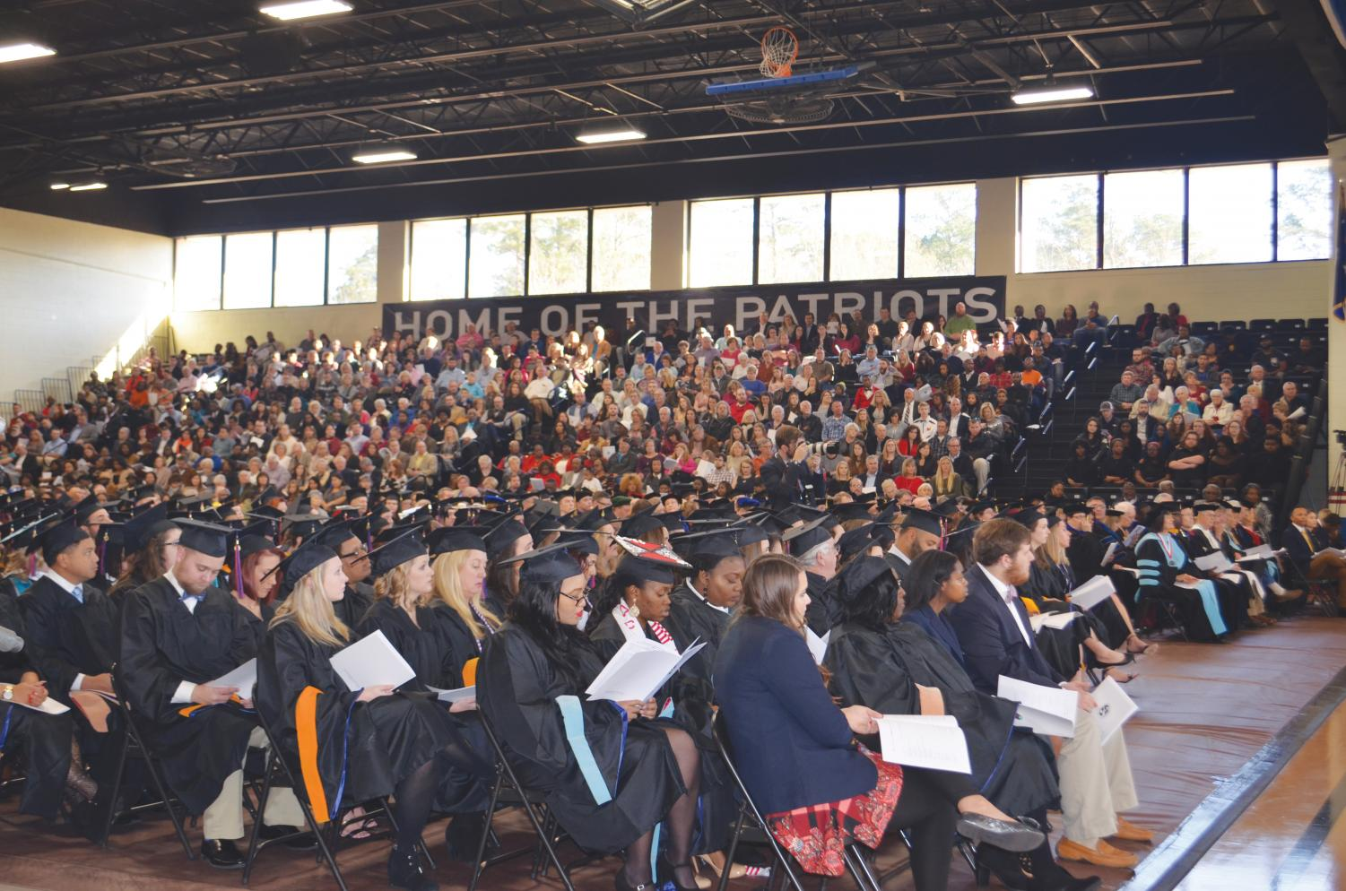 During the fall 2017 Commencement ceremony, FMU gains 309 new alumni. Among the graduating students, 32 graduated with honors and three received university honors.