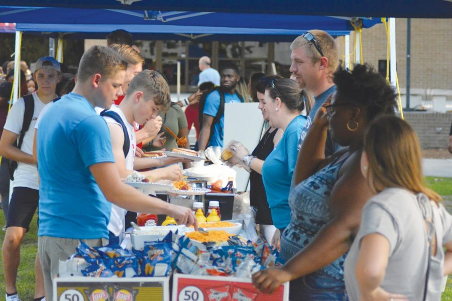 Students+waited+in+line+to+build+friendships+and+hot+dogs+at+the+cookout+hosted+by+BCM+outside+of+Smith+University+Center+%28UC%29+on+Aug.+21.+