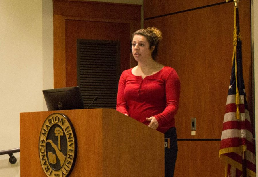 Kacey+Medlin+tells+students+about+her+study+abroad+experiences.+