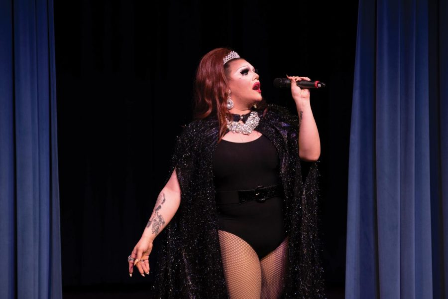 Judy Simmons performs for students at the Chapman Auditorium for Pride Month.