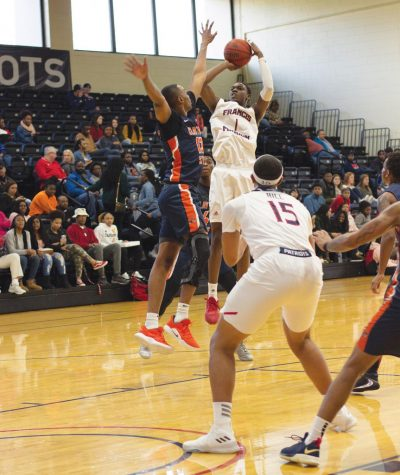 Lander Bearcats claw past FMU Patriots